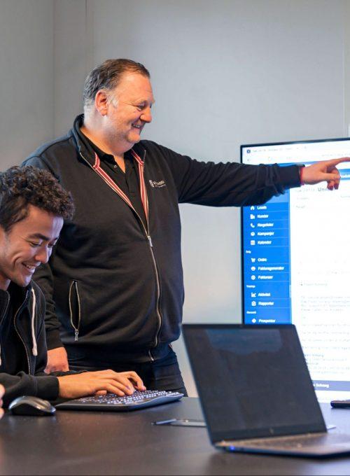 Informasjonsflyt: For daglig leder Espen Solvang i IT-spesialisten Embassi AS er det viktig at jobbflyten går sømløst. Xsale med Tripletex-integrasjon er en essensiell brikke som gir alle medarbeiderne full oversikt fra bestilling til utfakturering.